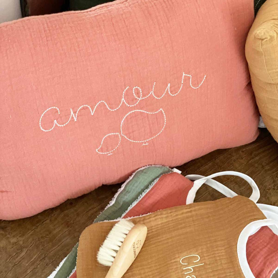 Coussin brodé amour MARSALA
