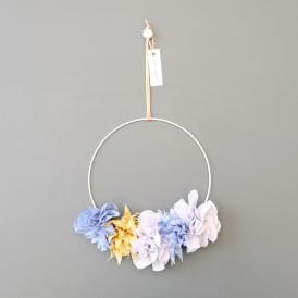 Couronne de fleurs en tissus bleu