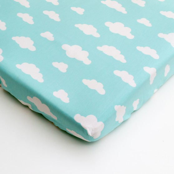 Drap housse lit b b nuage bleu made in france cocoeko for Drap housse lit bebe